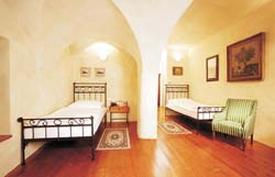 Twin with private facilities (bath and shower), and breakfast