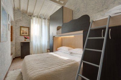 Deluxe triple with private facilities (bath and shower)