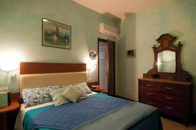 Standard 2 room double with shared facilities