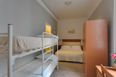 Deluxe quad with private facilities (bath and shower)