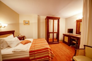 Classic single with french bed, and private facilities (shower)