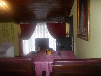 Standard single with garden view, queen bed, private facilities (bath and shower), and breakfast