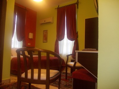 Economy triple with garden view, french bed, private facilities (bath and shower), and breakfast