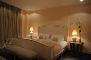 Superior double with city view, king bed, private facilities (bath and shower), and breakfast