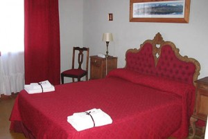 2 person deluxe suite with lake view, french bed, and private facilities (bath and shower)