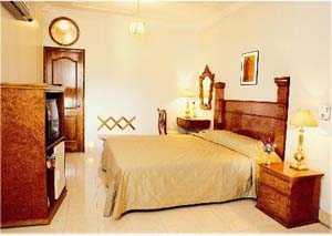 Double with queen bed, private facilities (bath and shower), and breakfast