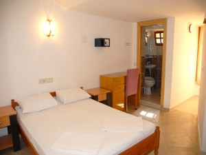 Standard double or twin with private facilities (bath and shower)