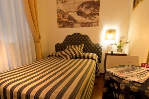 Basic single with french bed, shared facilities, and breakfast