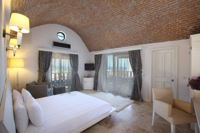 Executive double with sea view, french bed, and private facilities