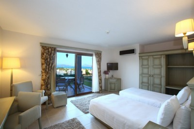2 person king size 1 room suite with sea view, king bed, and private facilities