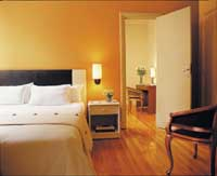 2 person executive suite with city view, queen bed, private facilities (bath and shower), and breakfast
