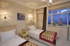 Standard 1 room double for single use with city view, french bed, private facilities (shower), and breakfast