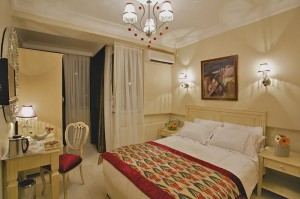 Standard 1 room double with sea view, queen bed, private facilities (shower), and breakfast