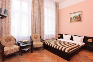 Comfort double with city view, private facilities, and breakfast