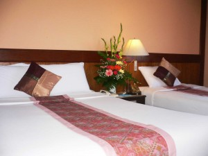 Deluxe single with private facilities (bath and shower), and breakfast