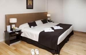 Deluxe double or twin and 1 child with city view, queen bed, and private facilities (bath)