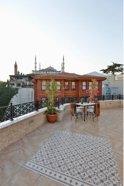 4 person family 1 room apartment with city view, terrace, and private facilities