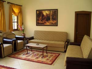 Classic 1 room quad and 1 child with garden view, french bed, an extra bed, private facilities (bath and shower), and breakfast