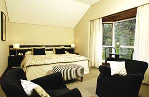 Superior double or twin with lake view, king bed, private facilities (bath and shower), and breakfast